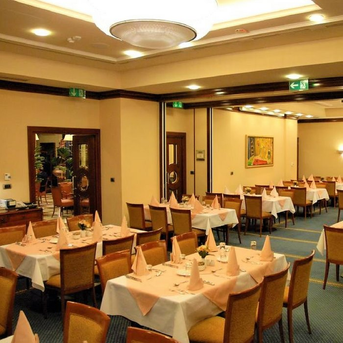 Best Western Astoria Hotel, Zagreb indoor rustic dining facilitates and a restaurant