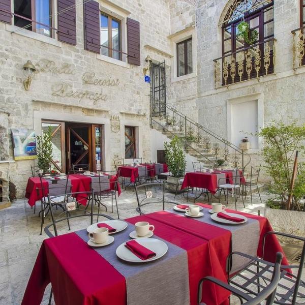 Hotel Palace Derossi dining area