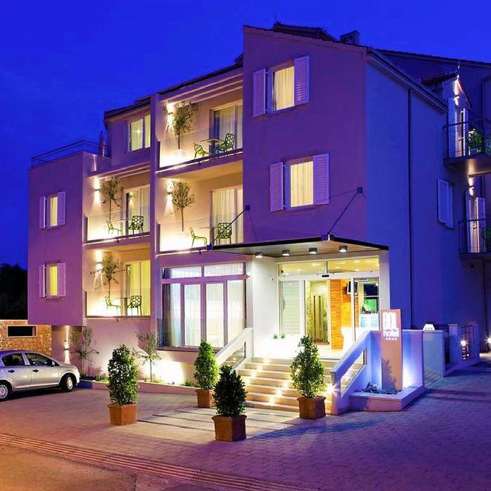 Hotel Bol main door