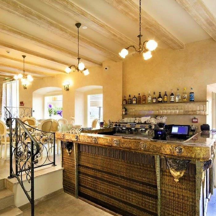 Heritage Hotel Life, Sibenik indoor old rustic bar