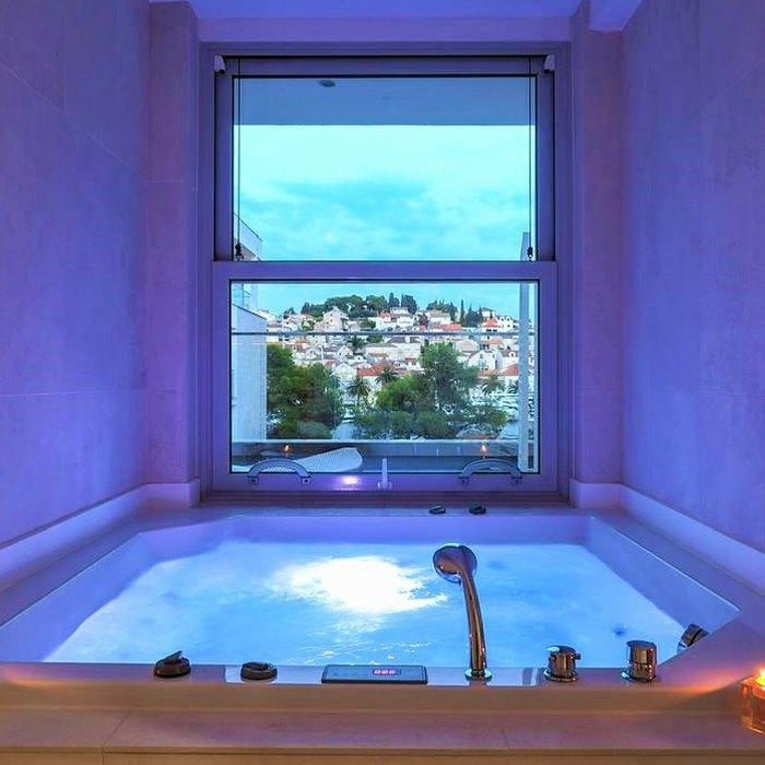 Hotel Adriana Hvar Spa indoor jacuzzi