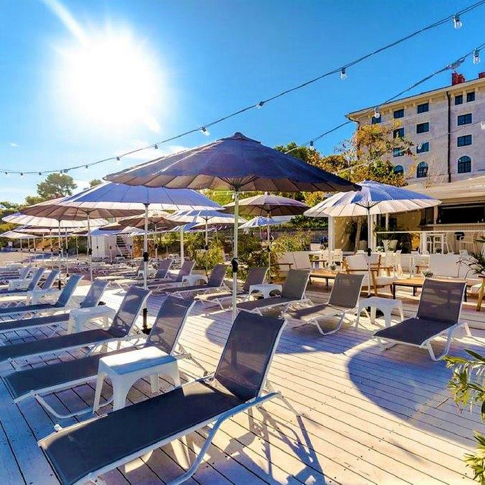 Hotel Brown Beach sun deck