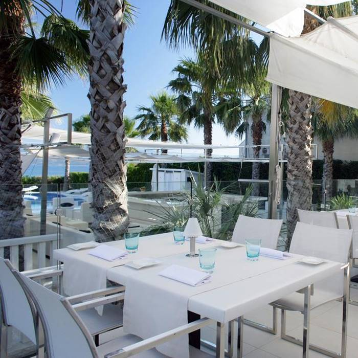 Hotel Damianii, Omis outdoor dining facilities with sea view