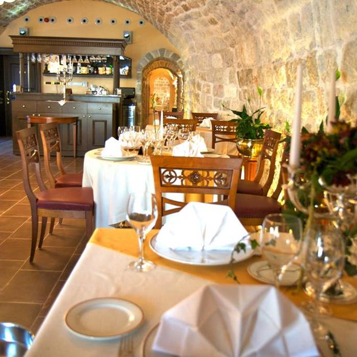 Hotel Kazbek, Lapad indoor restaurant area