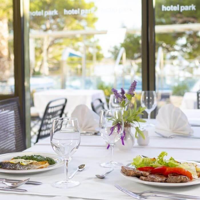 Hotel Park, Makarska outdoor dining restaurant facility