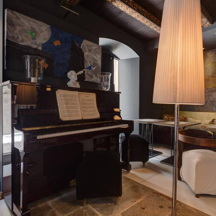 Boutique Hotel Hippocampus, Kotor piano and lounge area