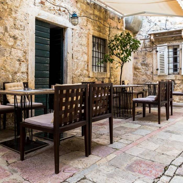 Boutique Hotel Hippocampus, Kotor out door coffee and seating area