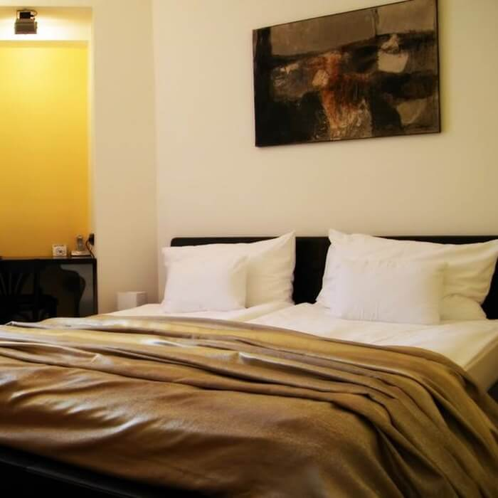 Hotel President, Zagreb luxury double bed bedroom w private garden