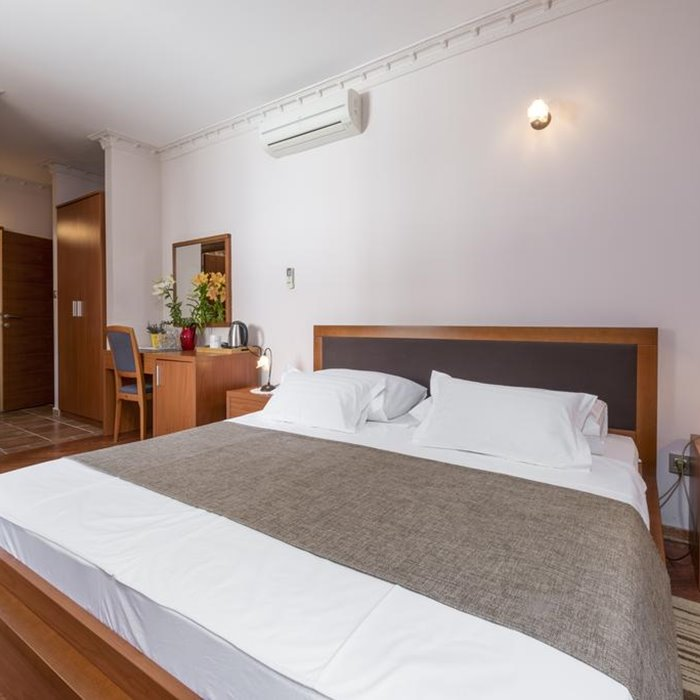 Villa Nora, Hvar specious room and double bed