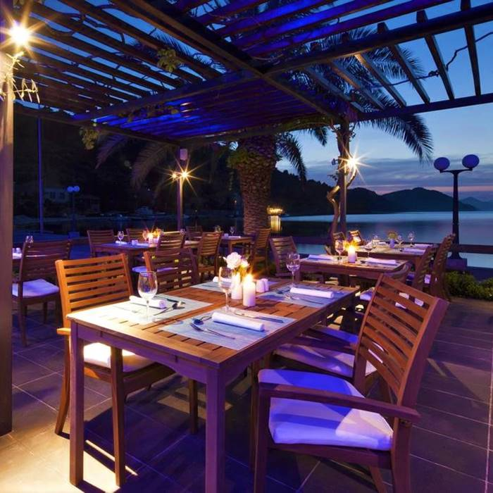 Hotel Sipan, Sipan island outdoor dining facilitates at night