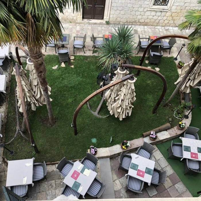 Hotel Monte Cristo, Kotor outdoor cafe/ dining facilities