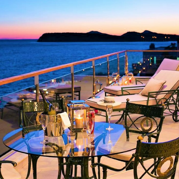 Hotel Royal Princess, Dubrovnik romantic outdoor dining faclilites with sunset and sea view