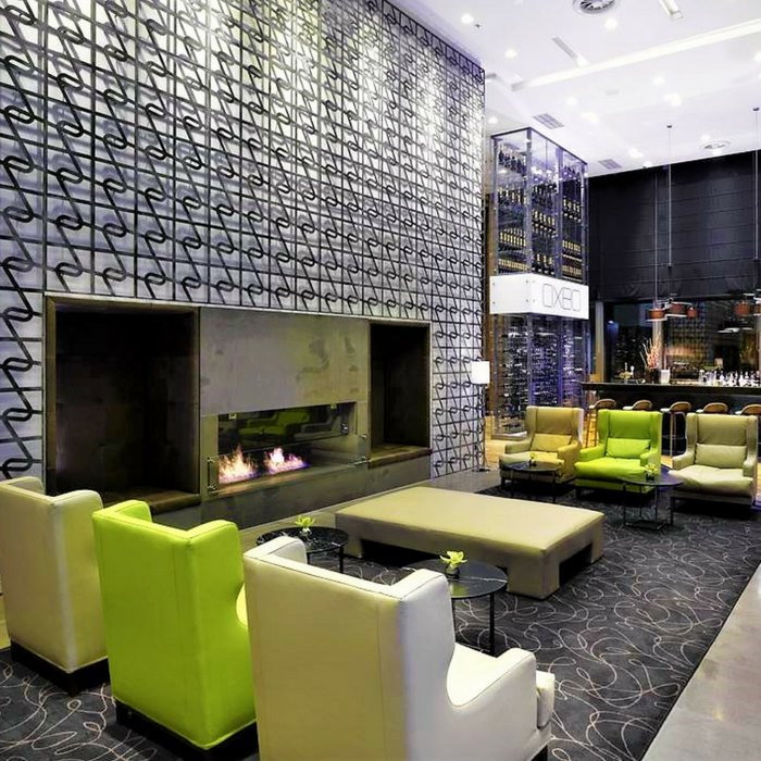 Doubletree by Hilton, Zagreb indoor lounge and bar with cosy fireplace