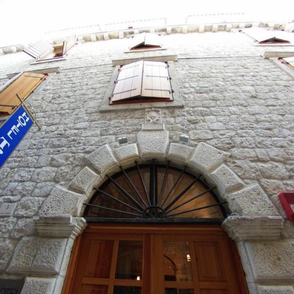 Hotel Tragos entrance