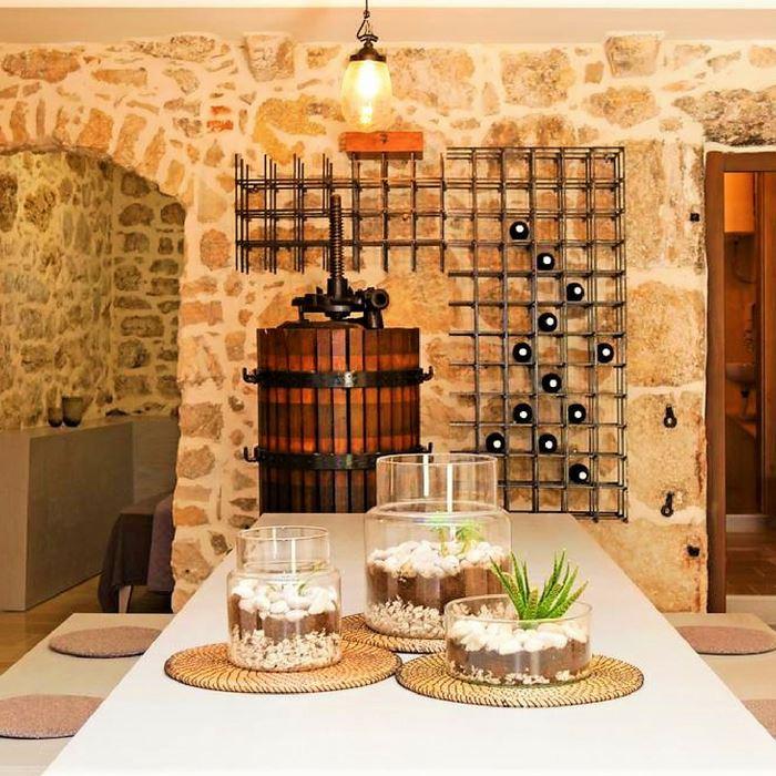 Villa Giardino dining room