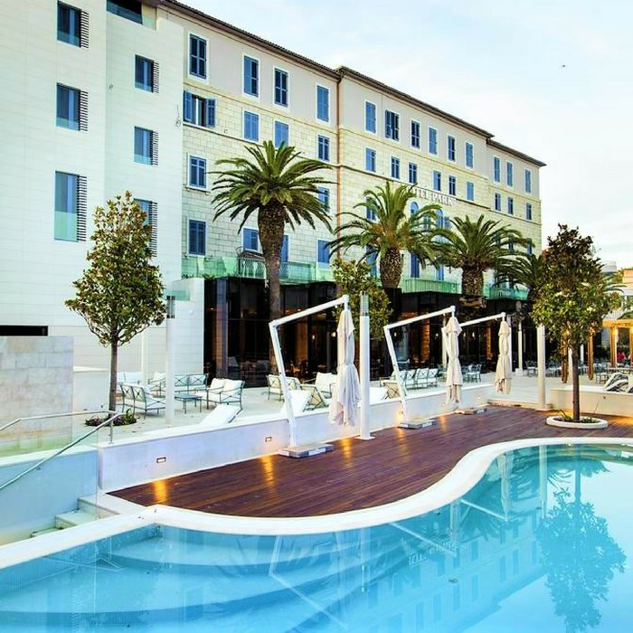 Hotel Park, Split outdoor pool and sun baiting facilities