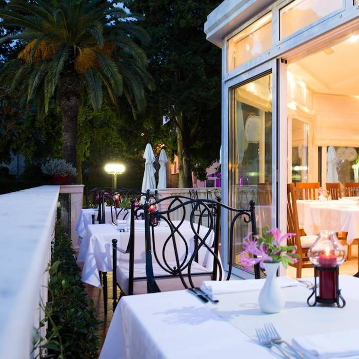 Hotel Zagreb, Dubrovnik outdoor dining room