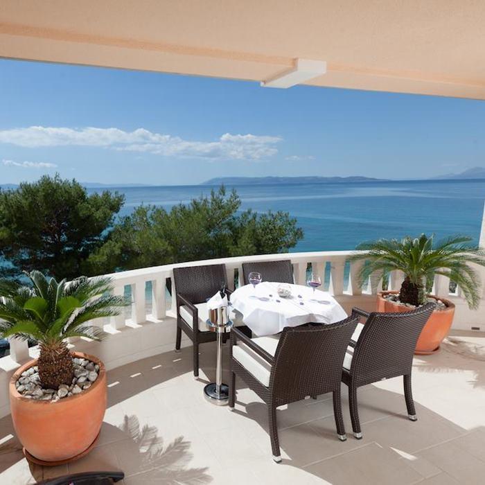 Villa Andrea, Tucepi outdoor dining terrace with a sea view