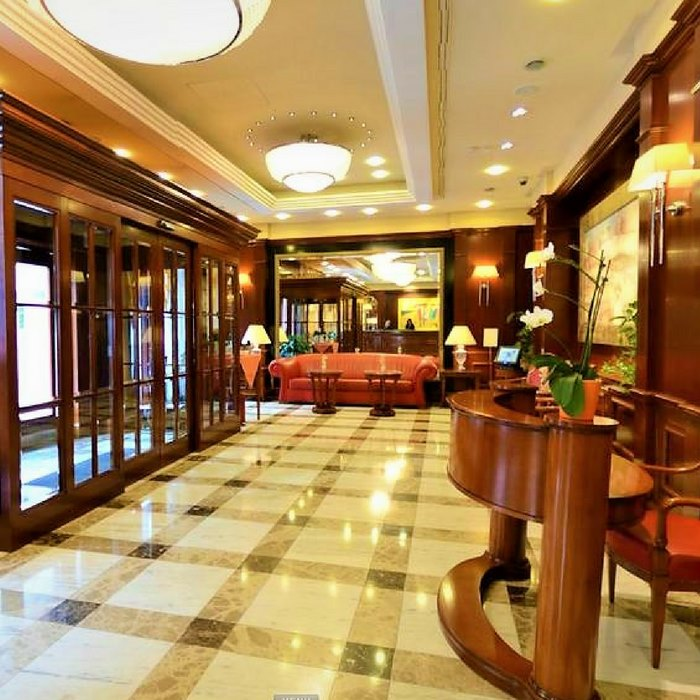 Best Western Astoria Hotel, Zagreb reception and reception lounge area