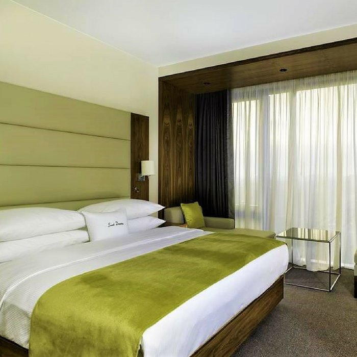 Doubletree by Hilton, Zagreb queen size bedroom with a big window