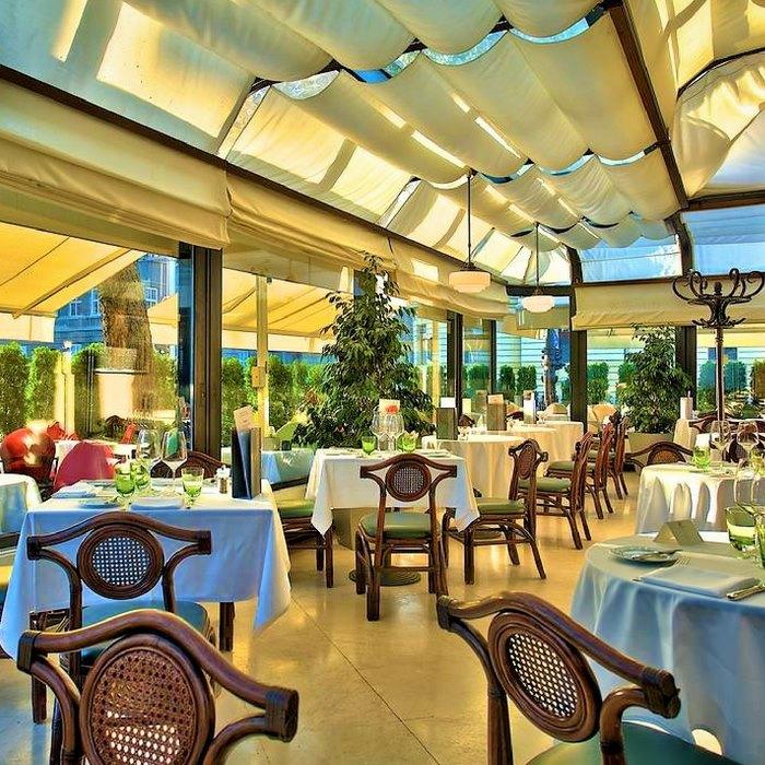 Hotel Esplanade Zagreb, Zagreb indoor restaurant in a glass frame