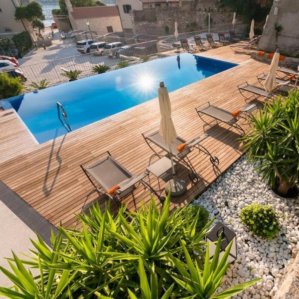 Hotel Arbiana pool