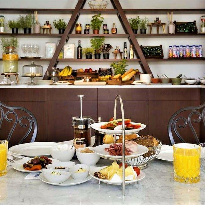 Hotel Brown Beach breakfast