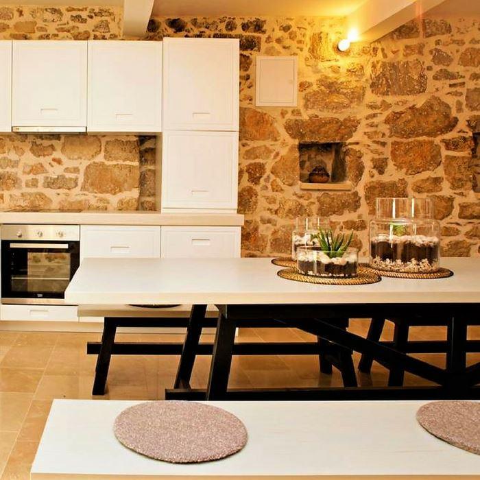 Villa Giardino dining area