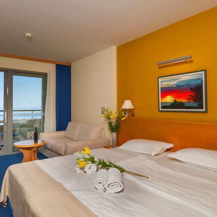 Hotel Park, Makarska double bed bedroom
