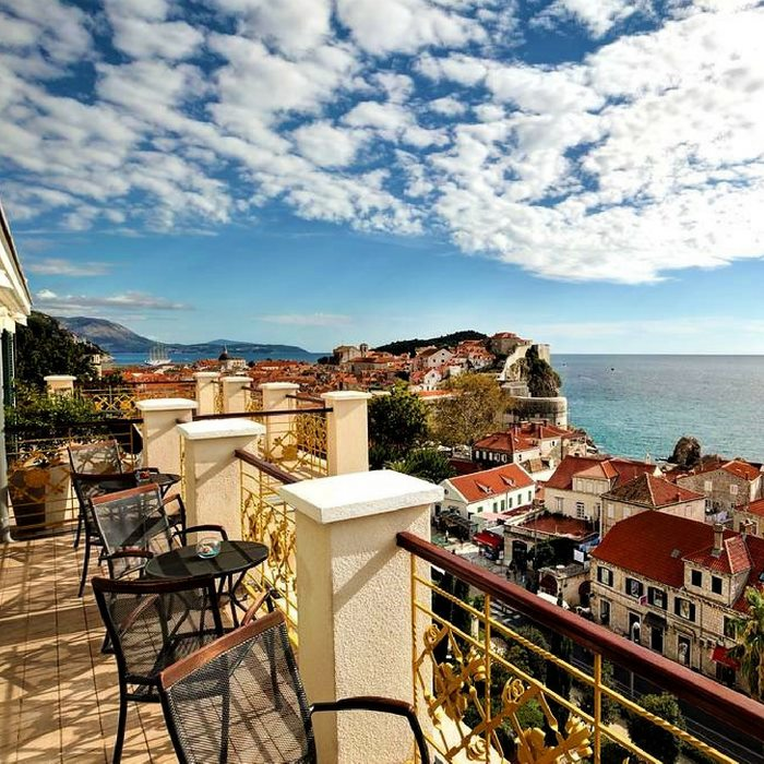 Hotel Hilton Imperial, Dubrovnik outdoor lounge with old town and sea views
