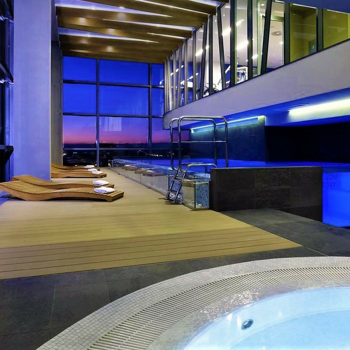 Doubletree by Hilton, Zagreb indoor Jacuzzi, pool and lounge chairs