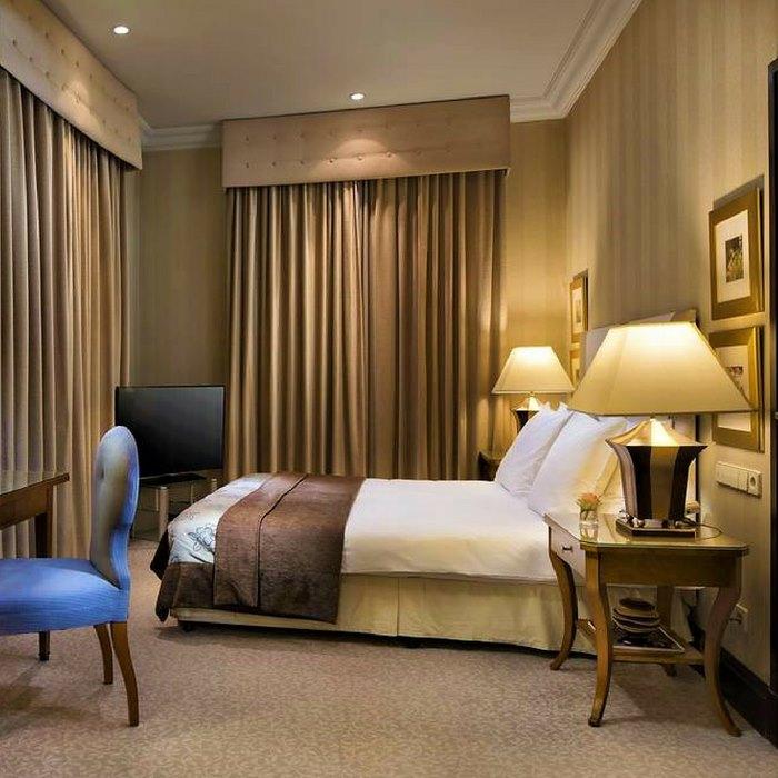 Hotel Esplanade Zagreb, Zagreb double bedroom entrance view