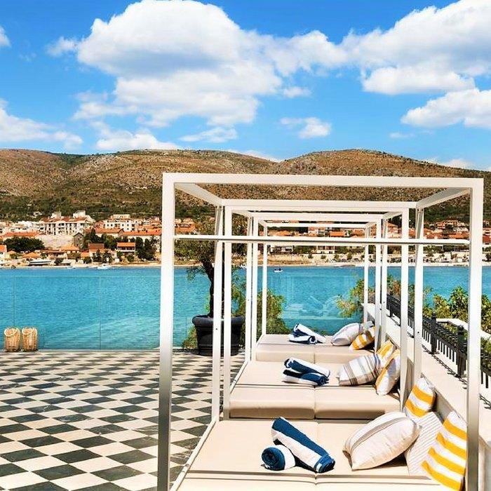 Hotel Brown Beach sun beds