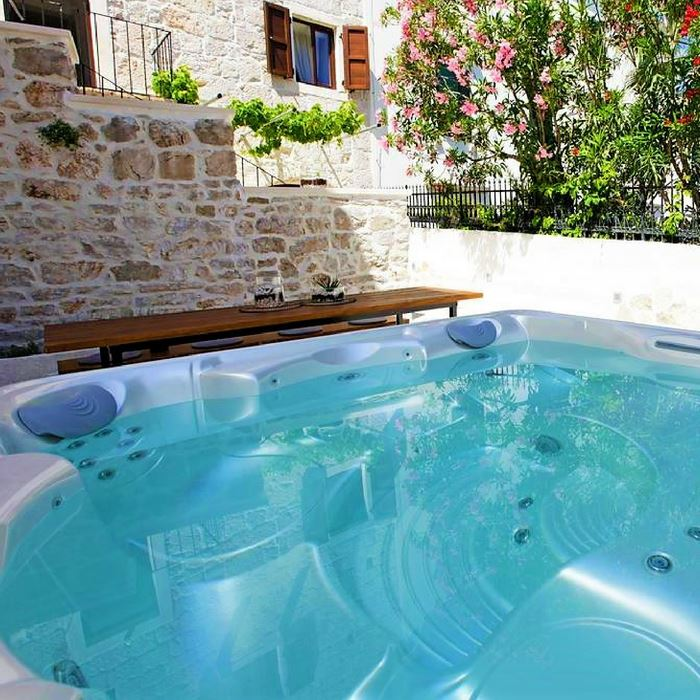 Villa Giardino jacuzzi