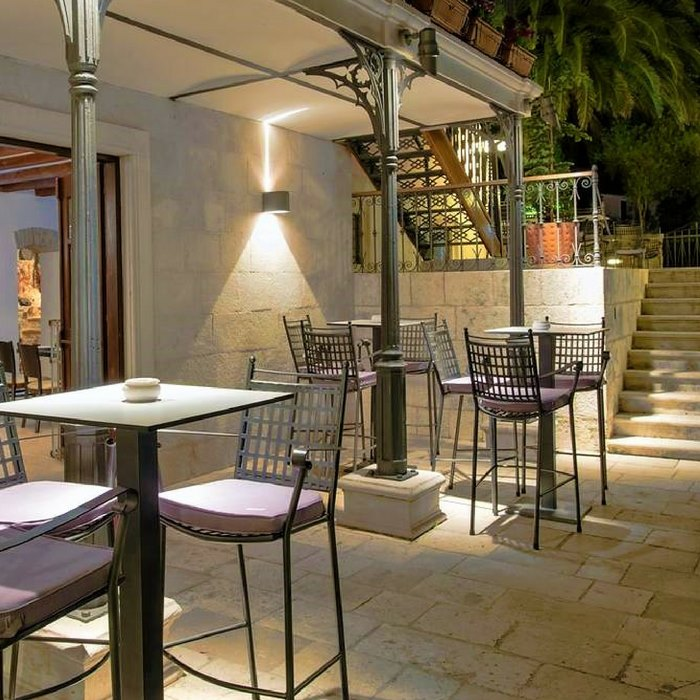 Heritage Villa Apolo, Stari Grad outdoor lounge and seating bar stools