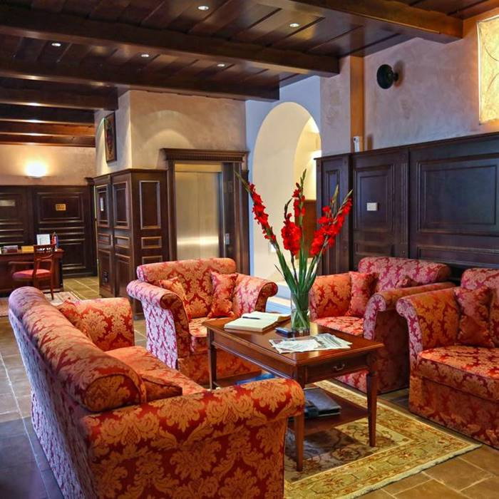 Hotel Kazbek, Lapad reception lounge area