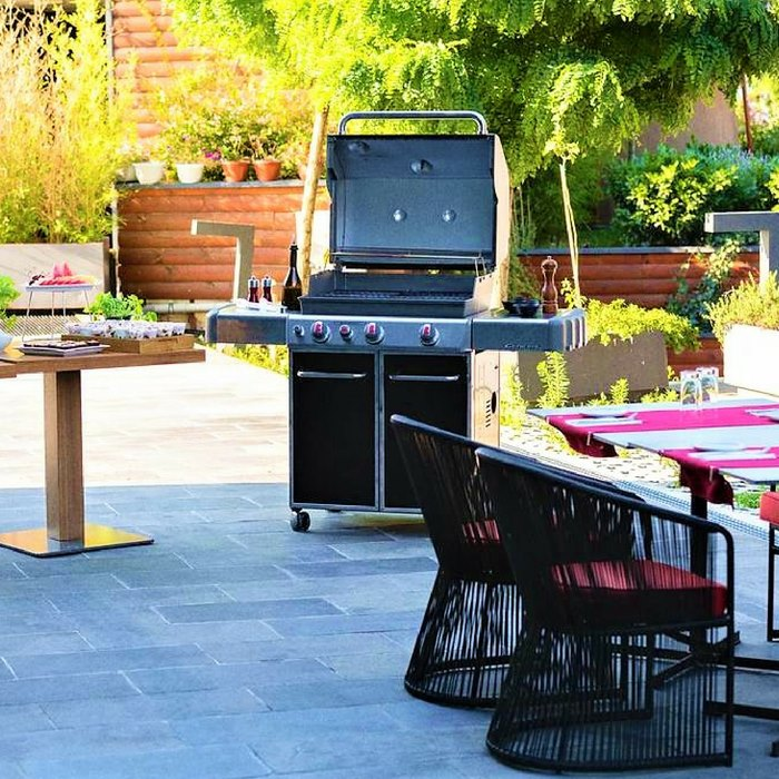 Doubletree by Hilton, Zagreb outdoor dining and BBQ grill facilities