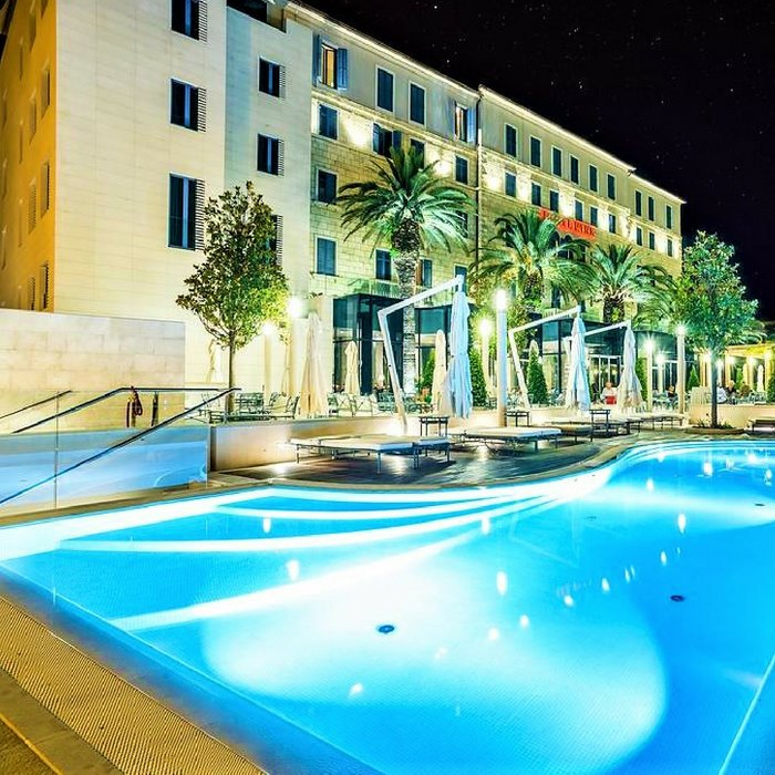 Hotel Park, Split outdoor pool at night view