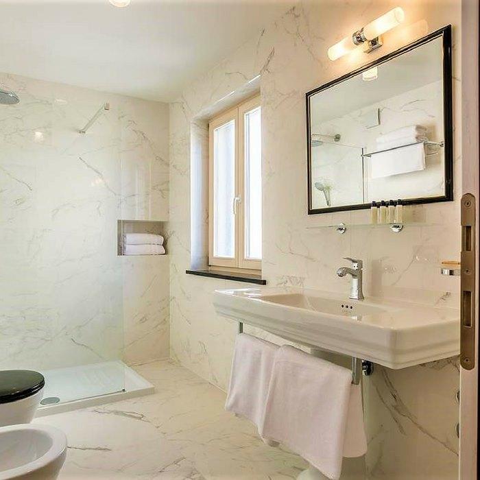 Splendida Palace Hotel, Split luxury specious bathroom