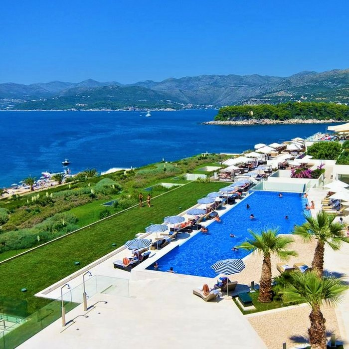 Valamar Dubrovnik President outdoor pool and lounge