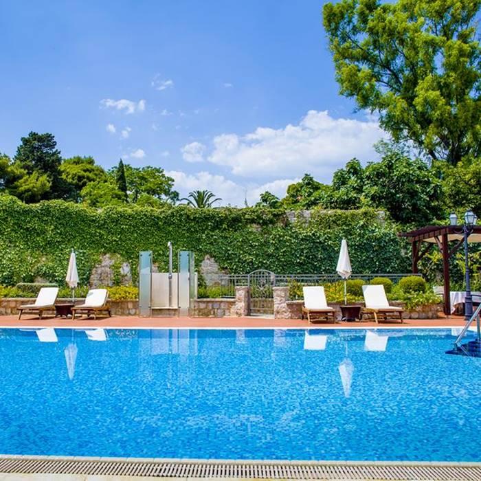 Hotel Kazbek, Lapad outdoor pool and lounge area