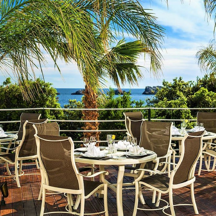 Hotel Royal Princess, Dubrovnik outdoor dining area with nature and sea view