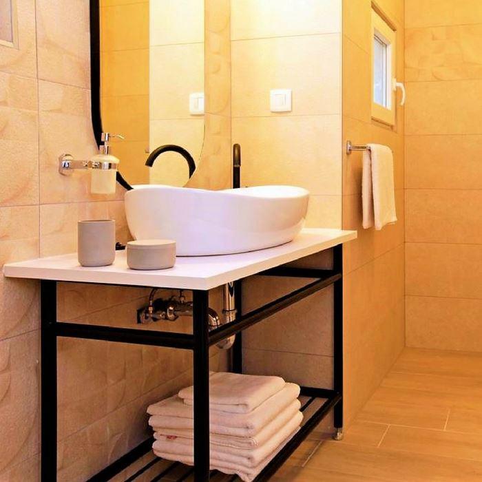 Villa Giardino bathroom