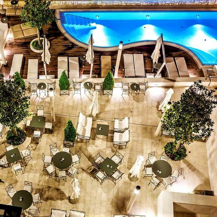 Hotel Park, Split outdoor pool side dining area