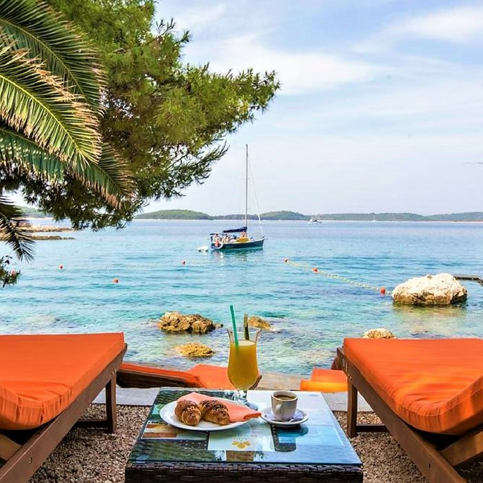 Hotel Podstine, Hvar beach side cafe