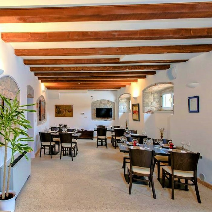 Heritage Villa Apolo, Stari Grad indoor dining wooden area