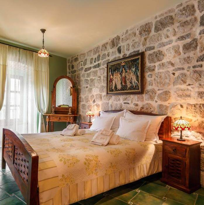 Hotel Monte Cristo, Kotor double bed vintage bedroom