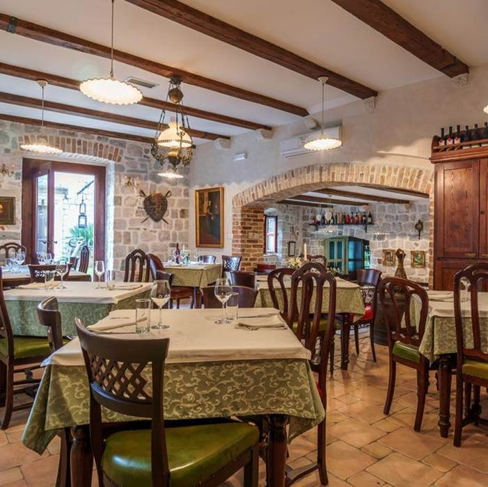Hotel Monte Cristo, Kotor indoor dining facilities
