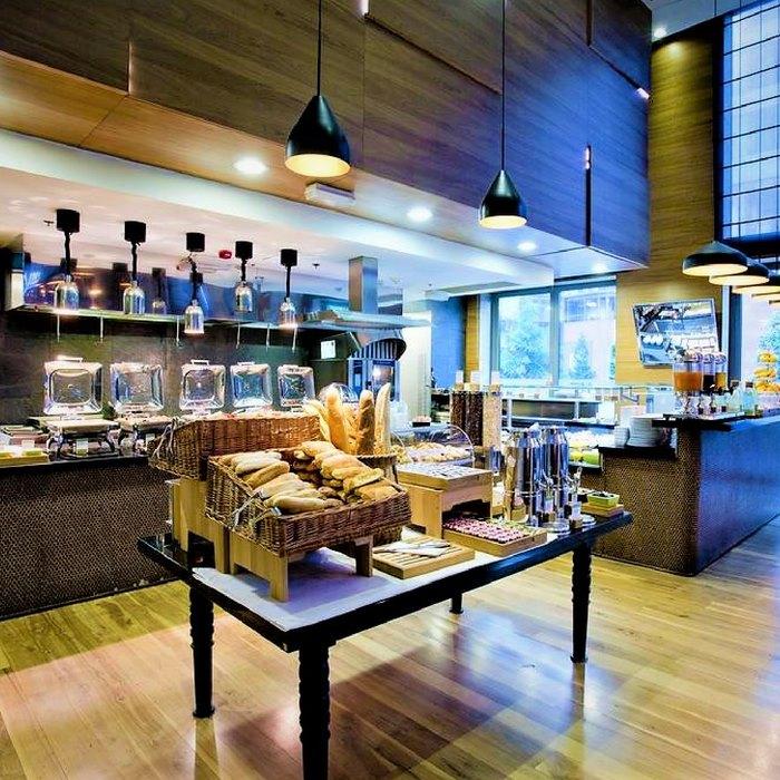 Doubletree by Hilton, Zagreb breakfast buffet