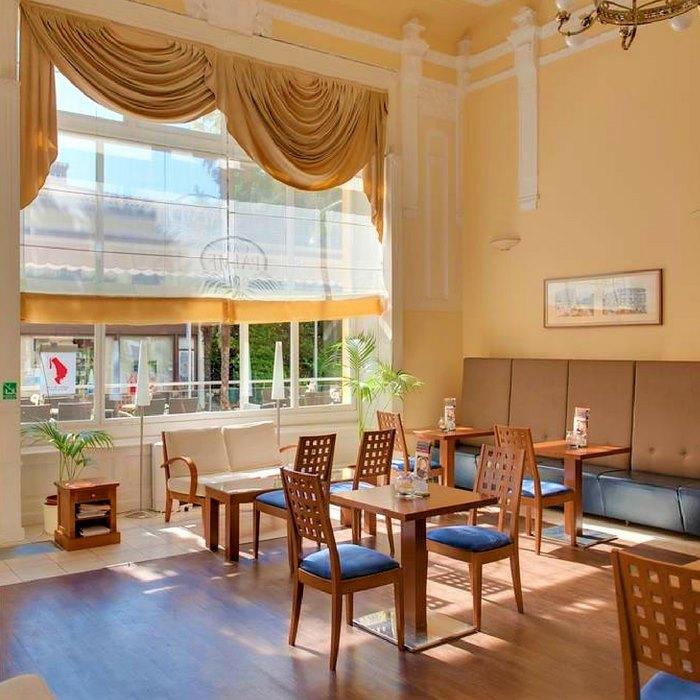 Hotel Bristol lounge